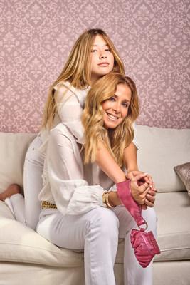 Beatríz Martínez y Paulina, el dinámico dúo de madre e hija latinas, creadoras de la marca icónica de bolsos Beamina, presenta Zer: Alas de Ángel, el nuevo accesorio de empoderamiento.