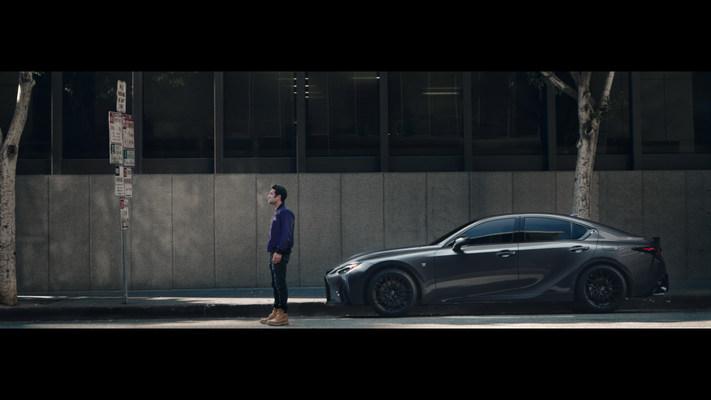 """Como socio automotor exclusivo de """"Eternals"""" de Marvel Studios, Lexus estrena una campaña de marketing con un video en formato largo titulado """"Parking Spot"""", que presenta a Kumail Nanjiani y el Lexus IS 500 F SPORT Performance."""